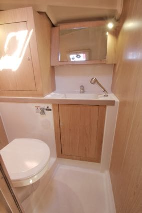 Whitsunday Escape sailing yacht Beneteau 411 ensuite bathroom